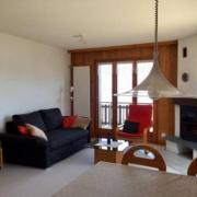gemütliches Wohnzimmer mit Cheminée, Schlafsofa für 2 Personen und herrlicher Aussicht übers ganze Zentral-Wallis